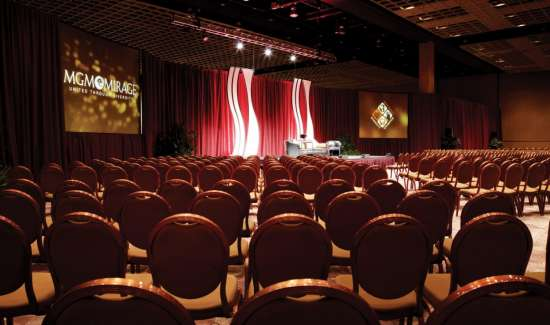 mgm-grand-meetings-meeting-architecture-interior-theater-setup-@2x.jpg.image.550.325.high
