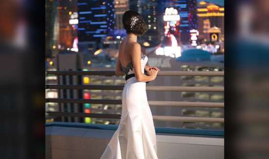 mgm-grand-meetings-weddings-lifestyle-bride-outside-terrace-vertical-@2x.jpg.image.550.325.high